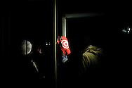 LAMPEDUSA. UN CLANDESTINO TUNISINO SBARCATO SULL'ISOLA DI LAMPEDUSA MOSTRA LA BANDIERA DELLA TUNISIA;