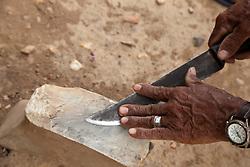 Pedra de afiar, ou amoladeira, utilizada por trabalhadores rurais na regiao de Parnamirim-PE. / Sharpening stone used by rural worker in Pernambuco State in Brazil.