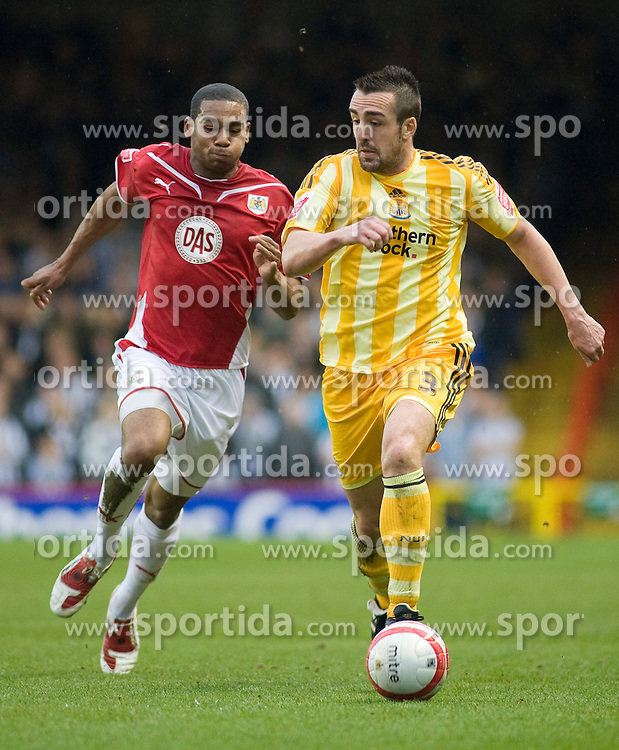 20.03.2010, Ashton Gate, Bristol, ENG, The Championship, Bristol City vs Newcastle United im Bild Bristol City's Marvin Elliott vs Newcastle United's Jose Enrique, EXPA Pictures © 2010, PhotoCredit: EXPA/ Propaganda/ G. Davies / SPORTIDA PHOTO AGENCY