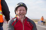 Alan Grace op de zesde racedag. In Battle Mountain (Nevada) wordt ieder jaar de World Human Powered Speed Challenge gehouden. Tijdens deze wedstrijd wordt geprobeerd zo hard mogelijk te fietsen op pure menskracht. Ze halen snelheden tot 133 km/h. De deelnemers bestaan zowel uit teams van universiteiten als uit hobbyisten. Met de gestroomlijnde fietsen willen ze laten zien wat mogelijk is met menskracht. De speciale ligfietsen kunnen gezien worden als de Formule 1 van het fietsen. De kennis die wordt opgedaan wordt ook gebruikt om duurzaam vervoer verder te ontwikkelen.<br /> <br /> Alan Grace on the sixth racing day. In Battle Mountain (Nevada) each year the World Human Powered Speed Challenge is held. During this race they try to ride on pure manpower as hard as possible. Speeds up to 133 km/h are reached. The participants consist of both teams from universities and from hobbyists. With the sleek bikes they want to show what is possible with human power. The special recumbent bicycles can be seen as the Formula 1 of the bicycle. The knowledge gained is also used to develop sustainable transport.