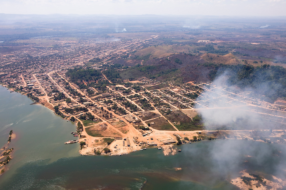 Aerial view of Sao Felix Do Xingu, town known for it's big logging operations in the 80's and 90's, and now home of some of the largets cattle herds in the country..Daniel Beltra/Greenpeace