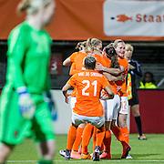 ROTTERDAM - Nederland - Zweden , Voetbal , Seizoen 2015/2016 , damesvoetbal , vrouwen , Olympisch kwalificatie toernooi , Sparta Stadion het Kasteel , 09-03-2016 , Nederland speelster Vivianne Miedema scoort de 1-0 en viert dit terwijl Zweden speelster Hedvig Lindahl (l) baalt