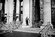 ROMA. FEDELI ASSISTONO IN PIAZZA SAN PIETRO ALL'ULTIMO ANGELUS DI PAPA BENEDETTO XVI; ROME. FAITHFUL IN SAN PETER SQUARE DURING THE LAST ANGELUS OF POPE BENEDICT XVI;