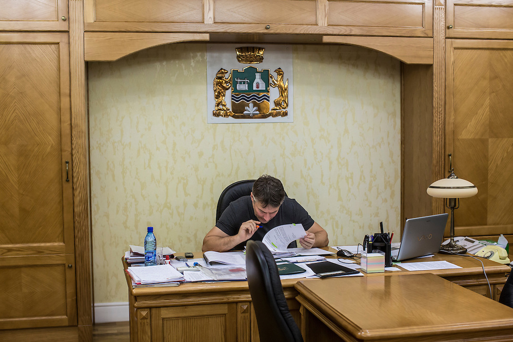 YEKATERINBURG, RUSSIA - OCTOBER 17: Yekaterinburg Mayor Yevgeny Roizman reads over some papers in his office on October 17, 2013 in Yekaterinburg, Russia. Roizman was elected mayor of Yekaterinburg, Russia's fourth-largest city, in a surprise victory in September based on a platform of anti-corruption and his local notariety for founding a popular anti-drug addiction program called City Without Drugs. Widely seen as politically opposed to Vladimir Putin, Roizman is the highest placed opposition figure in public office in Russia. (Photo by Brendan Hoffman/Getty Images) *** Local Caption *** Yevgeny Roizman