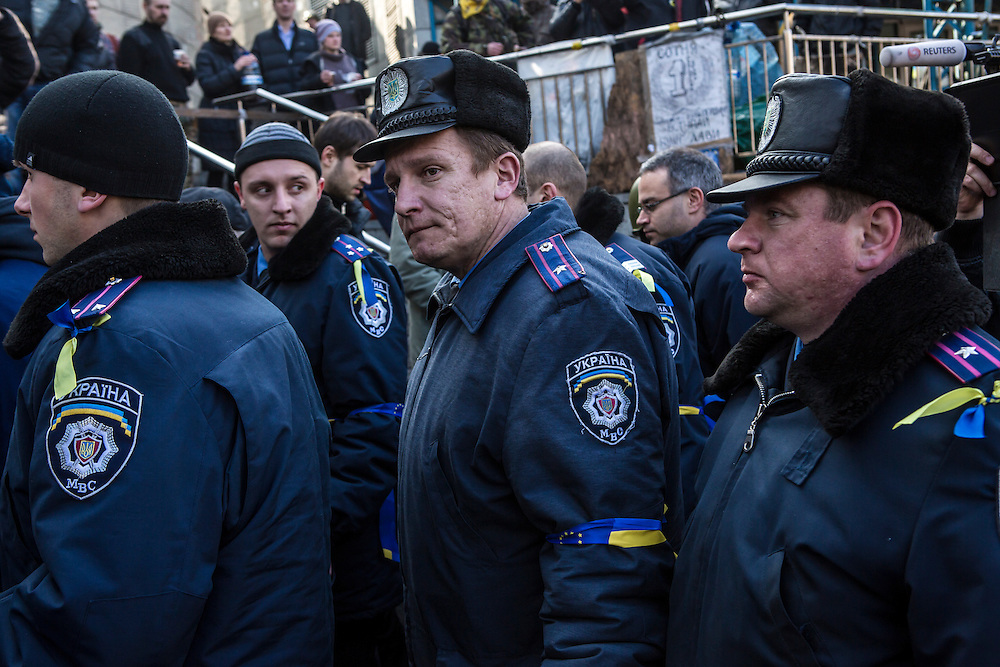 KIEV, UKRAINE - FEBRUARY 21: Interior Ministry police who have joined anti-government protesters walk through Independence Square on February 21, 2014 in Kiev, Ukraine. After a week that saw new levels of violence, with dozens killed, opposition and government representatives reached an agreement intended to resolve the crisis. (Photo by Brendan Hoffman/Getty Images) *** Local Caption ***