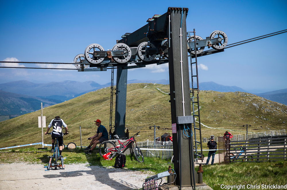 Nevis Range, Fort William, Scotland, UK. 5th June 2016. The worlds leading mountain bikers descend on Fort William for the UCI World Cup on Nevis Range.