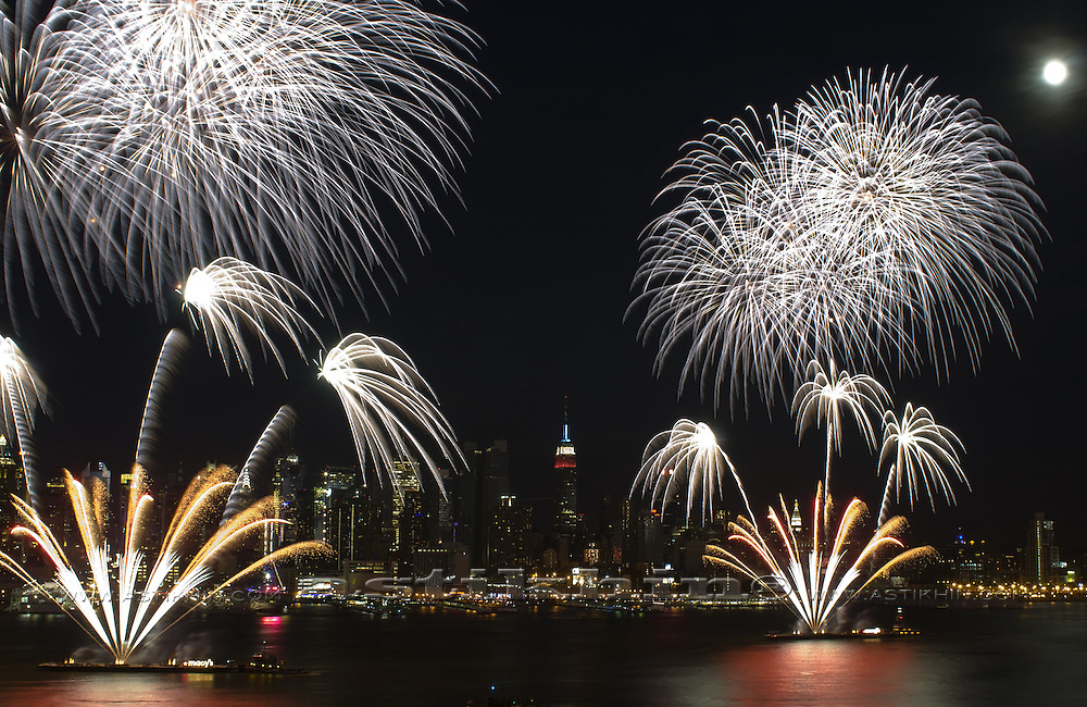 Firework on Hudson River, 2009