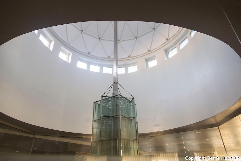 Menn samlet til bønn en torsdag ettermiddag i Islamic Cultural Centre, Norges første moské, etablert i 1874, på Grønland i Oslo.