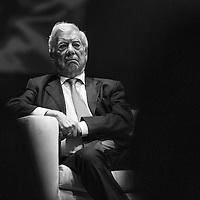 """El Nobel de Literatura, Mario Vargas Llosa durante su participación en el foro """"América Latina: La libertad es el futuro"""" en conmemoración de los 30 años de Cedice, realizado en el Centro Cultural Chacao. Caracas, 24 de abril, 2014. (Foto/Ivan Gonzalez)"""