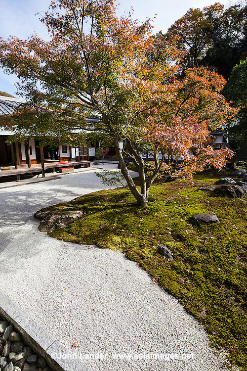 Choju-ji, also known by its official name Choju Zenji, is a Rinzai Buddhist temple related to nearby Kenchoji.  Choju-ji is one of two funeral temples dedicated to Ashikaga Takauji, head and founder of the dynasty of shoguns associated with his name. In its garden there is a small stone tower dedicated to the shogun, and a small stone pagoda containing some of his hair.