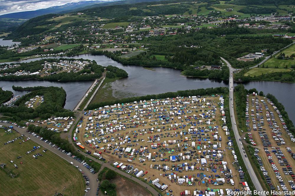 Sommerfestivalen, Årsøya, Mebonden, Nea, Travbanen fra lufta.  Foto: Privat Flyfoto fra Selbu og Sommerfestivalen.