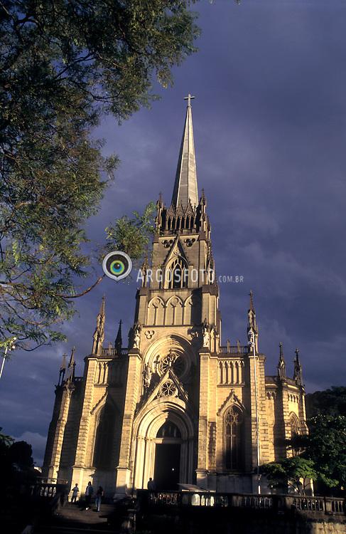 Teresopolis, RJ, Brasil.  Abril/2004.Catedral de Teresopolis ao entardecer. /Sunset at Teresopolis Cathedral. .Foto Marcos Issa/Argosfoto