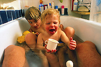 manui and tunui in the bath