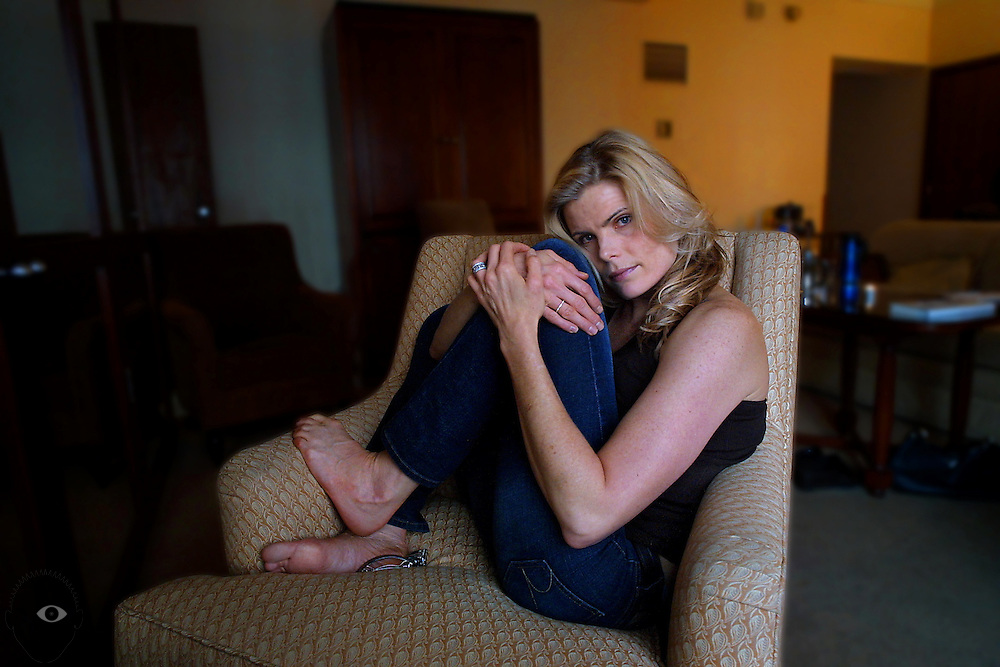 "January 21, 2003 - Mariel Hemingway in town to talk about her new book ""Finding My Balance,"" taking a quiet moment in her room at the Heathman Hotel."