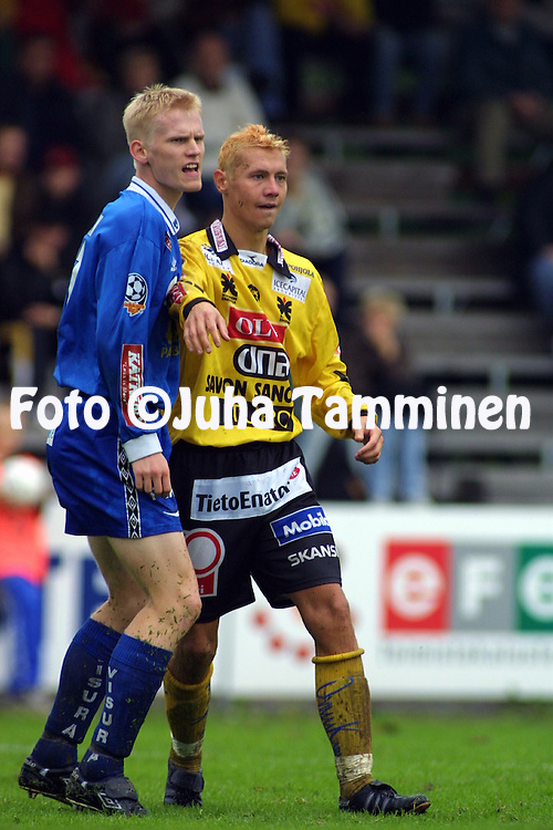 08.09.2001 Tampere, Finland. Veikkausliiga, Tampere United v Kuopion Palloseura. Janne R?s?nen (TreU) v Jussi Markkanen (KuPS)..©JUHA TAMMINEN