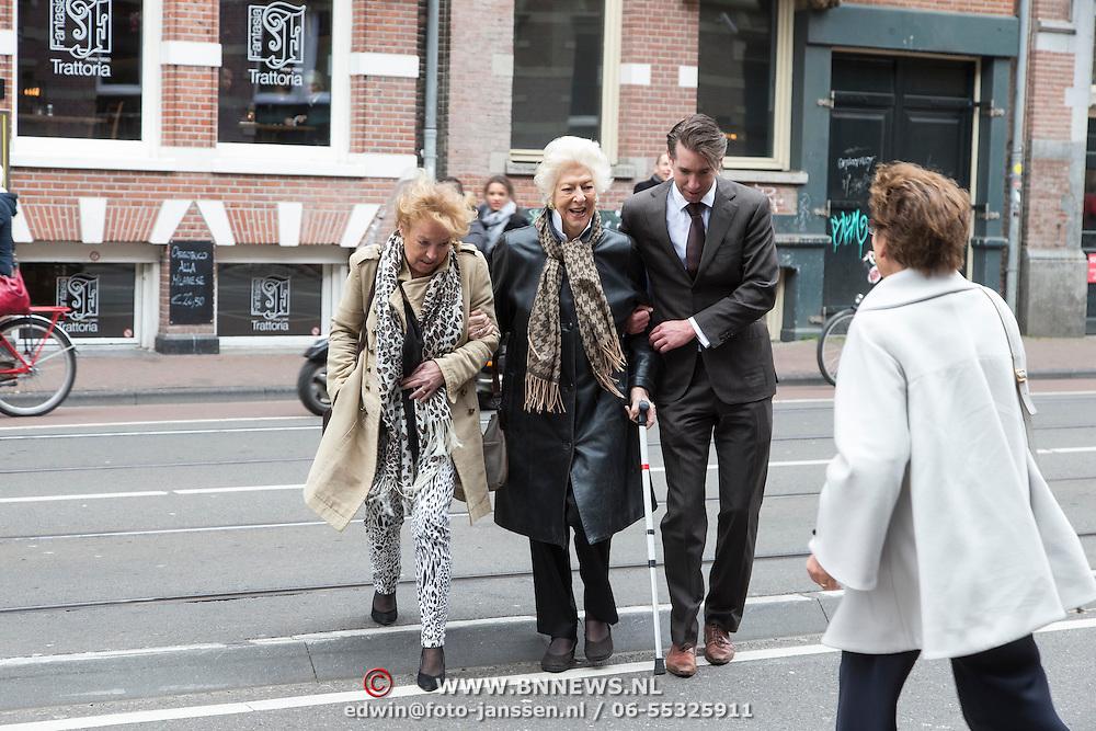 NLD/Amsterdam/20140316 - Inloop premiere toneelstuk Vaslav, Ellen Vogel loopt op straat