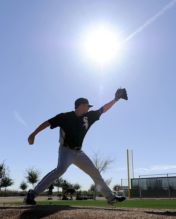 GLENDALE, AZ-FEBRUARY 16:  Jake Peavy #44 of the Chicago White Sox pitches during spring training workouts at Camelback Ranch in Glendale, Arizona on February 16, 2013.  (Photo by Ron Vesely)