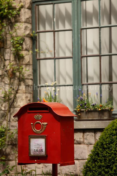 Mail box, Brussels, Belgium // Boite aux lettres, Bruxelles, Belgique