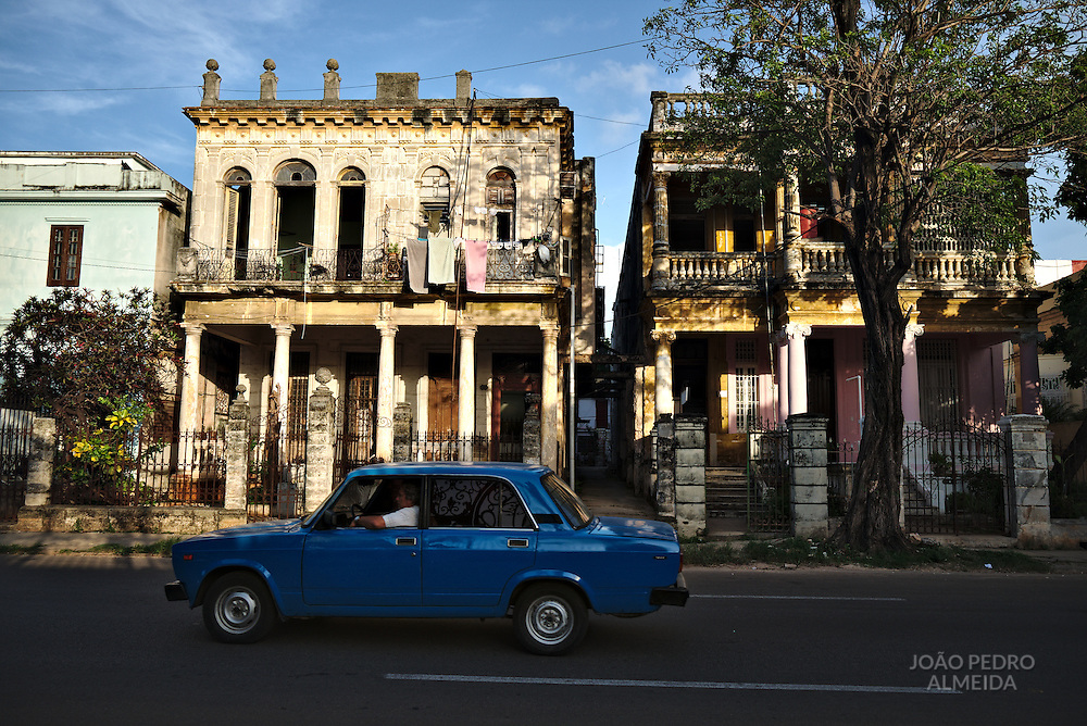 Decaying occupied houses at the Vedado area
