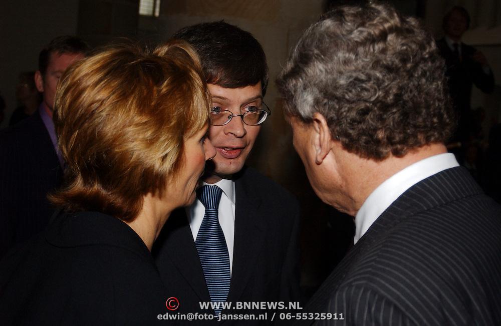 Mattheus Passion 2005, Jan Peter Balkenende in gesprek met Aart van Bochove en partner Mienke Schaberg.voorzitter Nederlandsche Bachvereniging
