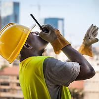 Reconstrução Nacional em Angola, Luanda. Novas infraestruturas.
