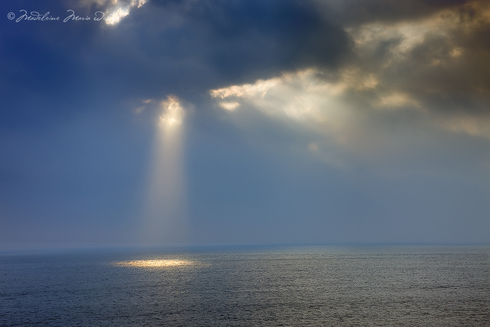 Sun beam over endless Seascape Horizon County Kerry Ireland / wt020