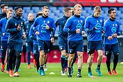 ROTTERDAM - Laatste training voor de Klassieker van Feyenoord , Voetbal , Eredivisie , Seizoen 2016/2017 , Stadion de Kuip , 22-10-2016 , Dirk Kuyt gaat voorop zoals altijd tijdens de warming up