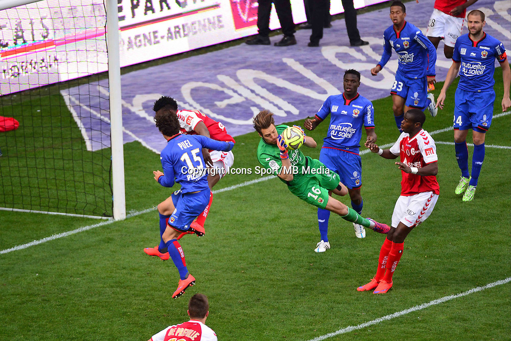 Simon POUPLIN - 12.04.2015 - Reims / Nice - 32eme journee de Ligue 1 <br />Photo : Dave Winter / Icon Sport