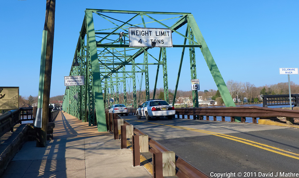 Lambertville - New Hope bridge over the Delaware river. Image take with a Leica D-Lux 5 camera (ISO 100, 7.5 mm, f/4, 1/800 sec).
