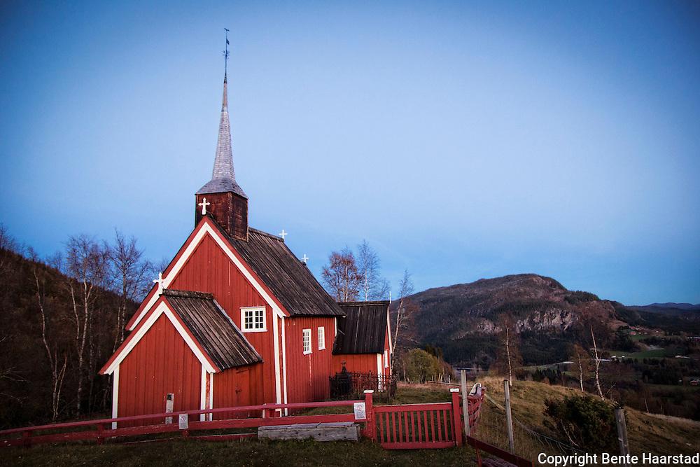 Gløshaug kirke fra 1689, ligger på en haug med vid utsikt, på Gartland i Grong kommune. er en av svært få bevarte trekirker fra 1600-tallet i Nord-Trøndelag. Man vet ikke nøyaktig når kirken ble bygget. I 2007 ble svillstokk dendrodatert  til 1155. Sannsynligvis kan stokkene i midtgangen være fra samme tidsperiode. På 1500-tallet ble Gløshaug kirke også omtalt som Olafshoug kirke som tyder på at den muligens har vært vigd til St.Olav. I tradisjonen omkring kirka har Olsokmessa hatt en særlig plass, og i nyere tid har det vært markering av Olsok siden 1920- tallet. Den vesle kirka var i flere hundre år  samlingssted for folk i de Øvre deler av Namdalen. Gløshaugkirka var bygdefolkets kirke til nykirka ble bygd på Fiskem i 1873. Kirka var tenkt revet, men en engelsk laksefisker så verdien av kirka og reddet den fra å bli revet. Kirka på Gløshaugen var trolig den kirka sørsamene søkte, siden den var nærmest til deres områder. Underveis i grenseeksaminasjon utført av major Peter Schnitler i årene 1742-45 ble det uttalt at Gløshaug kirka var et viktig sentrum for samene i et veldig stort område. Gerhard Schønnings reiser i 1770-årene nevner at Gløshaug kirke har fått navnet etter gården den sto på som het Gløshaug. (Kilde: bygdesamling.no)