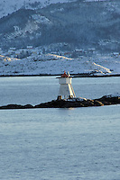 Lighthouse while leaving Torvik. Image taken with a Nikon D2xs and 80-400 mm VR lens (ISO 200, 400 mm, f/8.5, 1/250 sec).