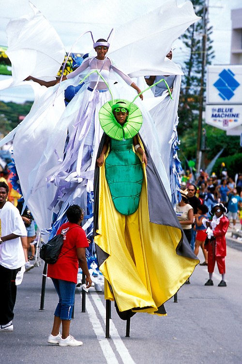 Karibik Trinidad Dragon Stelzenschule Keylemanjahro School of Arts and Culture Suedamerika Stelzen Karneval in Trinidad Carnival soziales Projekt HF; (Farbtechnik sRGB 55.6 MByte vorhanden) English Moko Jumbies Caribbean West Indies Trinidad Dragon stilt walking school Keylemanjahro School of Arts and Culture South America carnival in Trinidad social project  image from the book MOKO JUMBIES The Dancing Spirits of Trinidad by laif photographer Stefan Falke page 197 Geography / Travel S?damerika Karibik Trinidad Tobago