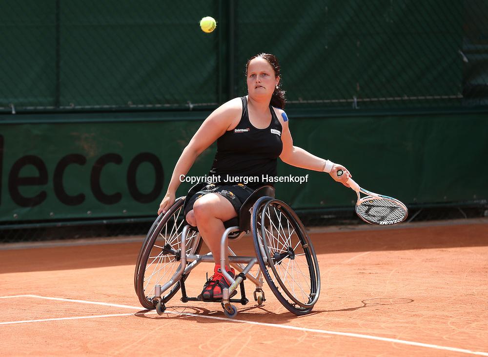 French Open 2014, Roland Garros,Paris,ITF Grand Slam Tennis Tournament, Rollstuhl Tennis,<br /> Aniek Van Koot (NED),Aktion,Einzelbild,<br /> Ganzkoerper,Querformat,