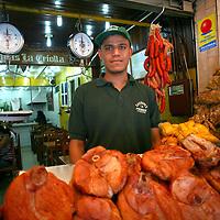 Jose Andres, vendedor de cochino durante el recorrido por el Junquito. 31-08-2008 (ivan gonzalez)