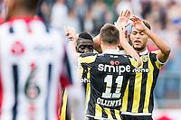 TILBURG - Willem II - Vitesse , Voetbal , Seizoen 2015/2016 , Eredivisie , Koning Willem II Stadion , 09-08-2015 , Vitesse speler Denys Oliinyk (2e r) viert zijn goal met Vitesse speler Lewis Baker (r) en Vitesse speler Marvelous Nakamba (l)
