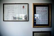 LA CORNICE CONTENENTE LA LAUREA IN GIURISPRUDENZA DEL LEADER DEL PARTITO ITALIA DEI VALORI ANTONIO DI PIETRO;