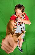 BEITOSTØLEN 20081114; Skiesset Petter Northug stiller opp til fotograferin i bar overkropp som ekte villmann med ulv og børse, samt som Dennis i Denniskostyme.. . FOTO: TOM HANSEN