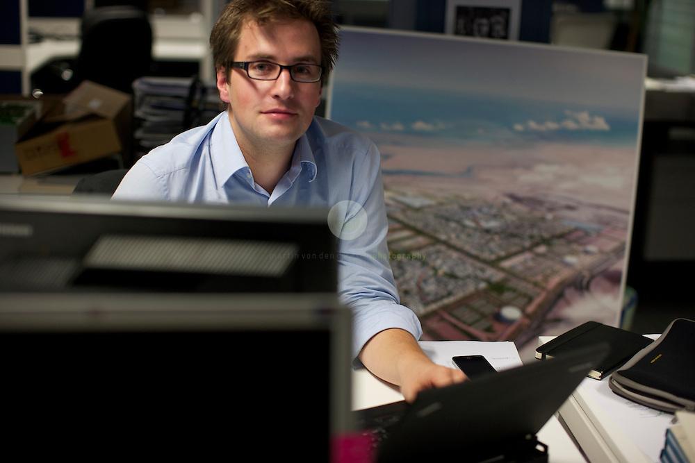 TRANSFER mit Juergen Haepp  TRANSFER mit Juergen Haepp  Position 14. Juergen Haepp im Foster + Partners Buero in Masdar City.