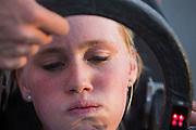 Christien Veelenturf rijdt op de laatste dag van de recordpogingen. Zij slaagt er niet in om het record te verbreken. Het Human Power Team Delft en Amsterdam (HPT), dat bestaat uit studenten van de TU Delft en de VU Amsterdam, is in Amerika om te proberen het record snelfietsen te verbreken. Momenteel zijn zij recordhouder, in 2013 reed Sebastiaan Bowier 133,78 km/h in de VeloX3. In Battle Mountain (Nevada) wordt ieder jaar de World Human Powered Speed Challenge gehouden. Tijdens deze wedstrijd wordt geprobeerd zo hard mogelijk te fietsen op pure menskracht. Ze halen snelheden tot 133 km/h. De deelnemers bestaan zowel uit teams van universiteiten als uit hobbyisten. Met de gestroomlijnde fietsen willen ze laten zien wat mogelijk is met menskracht. De speciale ligfietsen kunnen gezien worden als de Formule 1 van het fietsen. De kennis die wordt opgedaan wordt ook gebruikt om duurzaam vervoer verder te ontwikkelen.<br /> <br /> Christien Veelenturf at the last day of the record attempts. She doesn't succeed in setting a  new record. The Human Power Team Delft and Amsterdam, a team by students of the TU Delft and the VU Amsterdam, is in America to set a new  world record speed cycling. I 2013 the team broke the record, Sebastiaan Bowier rode 133,78 km/h (83,13 mph) with the VeloX3. In Battle Mountain (Nevada) each year the World Human Powered Speed Challenge is held. During this race they try to ride on pure manpower as hard as possible. Speeds up to 133 km/h are reached. The participants consist of both teams from universities and from hobbyists. With the sleek bikes they want to show what is possible with human power. The special recumbent bicycles can be seen as the Formula 1 of the bicycle. The knowledge gained is also used to develop sustainable transport.