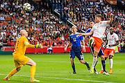 AMSTERDAM - Nederland - USA , Amsterdam ArenA , Voetbal , oefeninterland , 05-06-2015 , Nederlands elftal speler Klaas Jan Huntelaar (r) kopt de bal over Verenigde staten keeper Brad Guzan (l) heen en scoort het 1e doelpunt