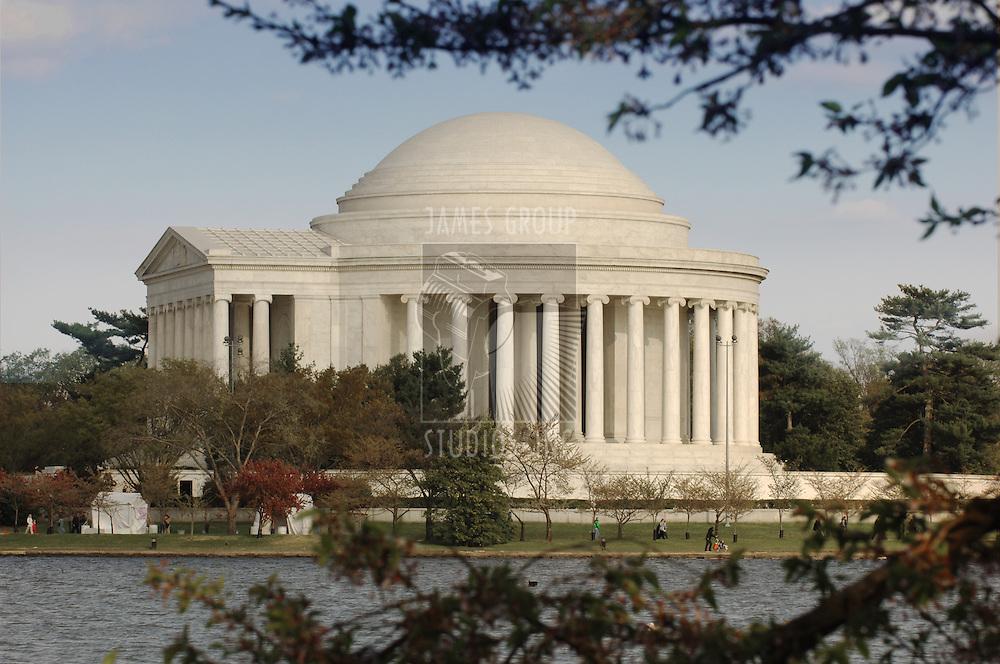 Jefferson Memorial exterior looking across the Tital Basin