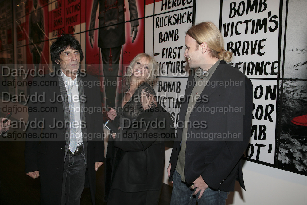 Ronnie  and Jo Wood, Jasper Wood Gilbert and George Major Exhibition. Tate Modern. Afterwards dinner at Christchurch Spitafields. London. 13 February 2007.  -DO NOT ARCHIVE-© Copyright Photograph by Dafydd Jones. 248 Clapham Rd. London SW9 0PZ. Tel 0207 820 0771. www.dafjones.com.