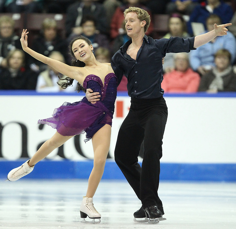 GJR441 -20111029- Mississauga, Ontario,Canada-  Madison Chock  and  Evan Bates of The United States perform their free skate at Skate Canada International, in Mississauga, Ontario, October 29, 2011.<br /> AFP PHOTO/Geoff Robins