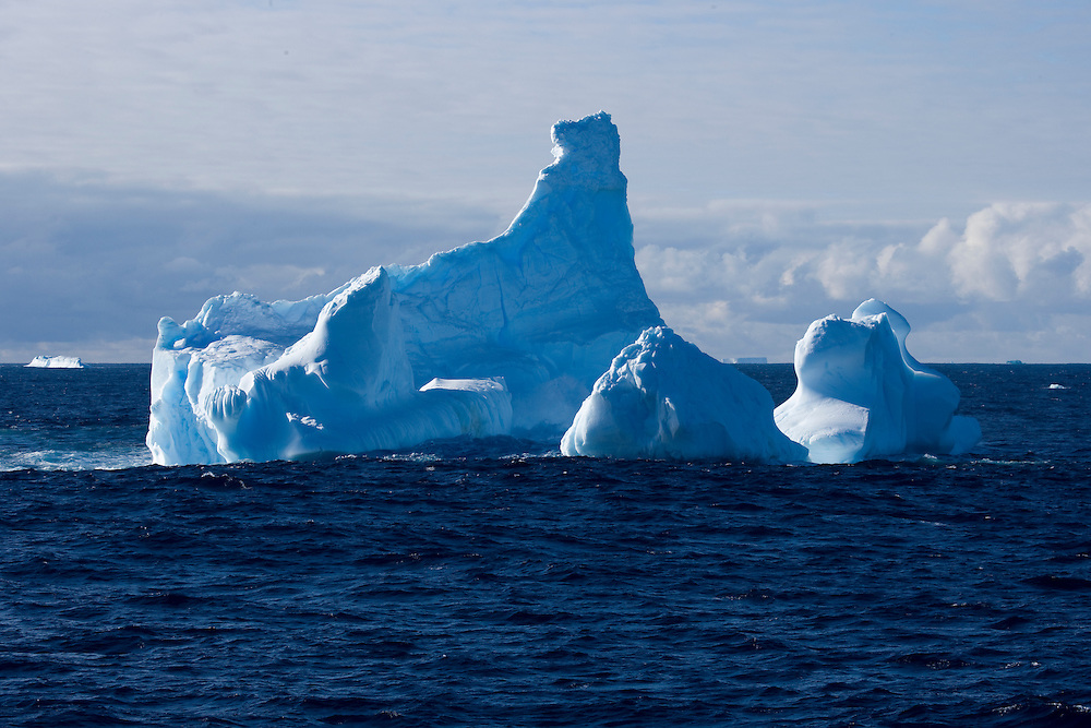 February 13th 2007. Southern Ocean. Icebergs float through the open water of the Ross Sea.