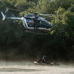 Entra&icirc;nement en Seine du Peloton d'Intervention de l'escadron 13/1 du GBGM avec le concours d'un h&eacute;licopt&egrave;re EC145 des Formations A&eacute;riennes Gendarmerie et de la vedette et des plongeurs de la Brigade Fluviale de Conflans.<br /> juillet 2012 / Conflans Sainte Honorine / Yvelines (78) / FRANCE<br /> Cliquez ci-dessous pour voir le reportage complet (25 photos) en acc&egrave;s r&eacute;serv&eacute;<br /> http://sandrachenugodefroy.photoshelter.com/gallery/2012-07-Entrainement-Peloton-dIntervention-en-Seine-Complet/G0000ATX5muGrsg8/C0000yuz5WpdBLSQ