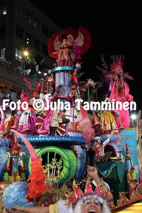 24.02.2004, Samb?dromo, Rio de Janeiro, Brazil..Carnaval 2004 - Desfile das Escolas de Samba, Grupo Especial / Carnival 2004 - Parades of the Samba Schools..Desfile de / Parade of:  GRES Imperatriz Leopoldinense.©Juha Tamminen