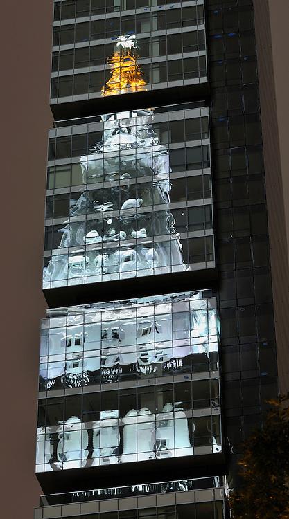 Distortion of Metropolitan Life Tower