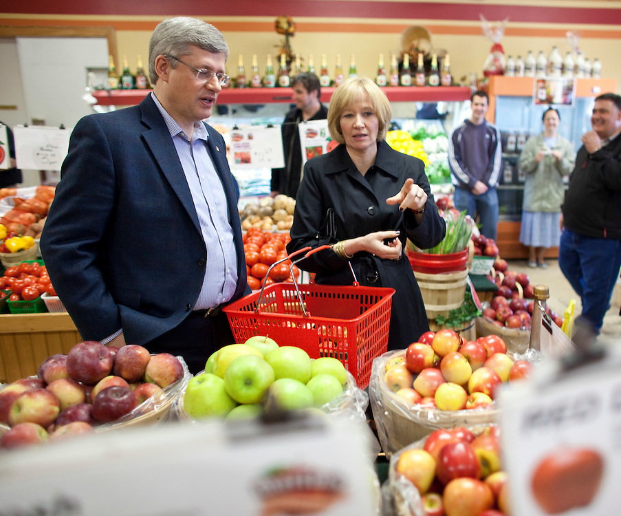 Conservative leader Stephen Harper  and his wife Laureen shop for apples during a campaign stop at Martin's family fruit farm in Waterloo, Ontario, April 27, 2011. <br /> AFP/GEOFF ROBINS/STR
