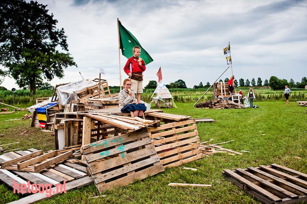 hetOOG waar: Cattelaar Rijssen wat: houtdorp wanneer: 9 juli 2009 15:44