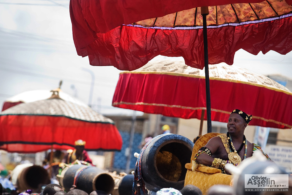 A traditional chief is carried in a palanquin by followers during the parade held on the occasion of the annual Oguaa Fetu Afahye Festival in Cape Coast, Ghana on Saturday September 6, 2008.
